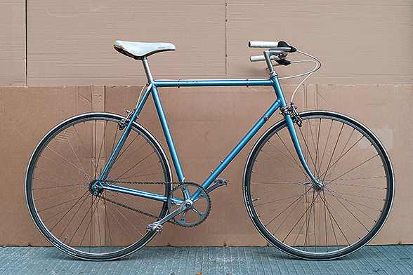 This is a single speed, converted from an old Viner frame. 48x16 gearing makes it slightly heavy to get going but fast once up there. My favourite bike for running around Berlin. Light enough to take it inside instead of locking it.